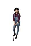 Chica joven en la presentación del sombrero negro Foto de archivo libre de regalías
