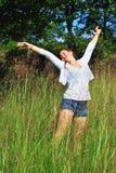 Chica joven en naturaleza Foto de archivo