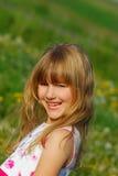 Chica joven en prado Imagenes de archivo