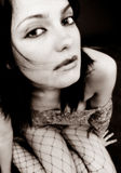 Chica joven en rodillas fotografía de archivo