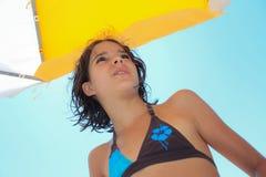 Chica joven en sol Fotos de archivo
