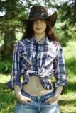 Chica joven en sombrero de vaquero Imagenes de archivo