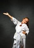 Chica joven en un kimono blanco Foto de archivo libre de regalías