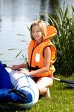 Chica joven en un lago Fotografía de archivo