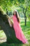 Chica joven en un parque Fotos de archivo