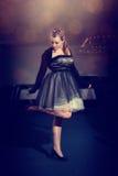 Chica joven en un vestido hermoso Fotos de archivo
