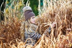Chica joven en una caña Foto de archivo libre de regalías