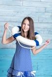 Chica joven en una cuerda de salvamento vestida vestido rayado Fotos de archivo libres de regalías