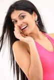 Chica joven en una expresión susurrante Fotos de archivo