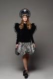 Chica joven en vestido del th del estilo ruso Imagen de archivo