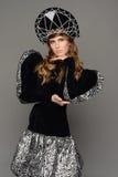Chica joven en vestido del th del estilo ruso Foto de archivo libre de regalías