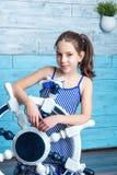 Chica joven en vestido rayado con el volante Imagen de archivo libre de regalías