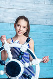Chica joven en vestido rayado con el volante Imagen de archivo