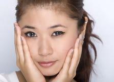 Chica joven - expresión facial de la belleza imagenes de archivo