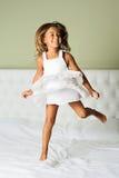 Chica joven feliz fotos de archivo libres de regalías