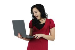 Chica joven feliz con el ordenador portátil aislado Fotografía de archivo libre de regalías