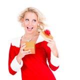 Chica joven feliz con el regalo de la Navidad Fotografía de archivo