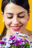 Chica joven feliz con las flores Fotos de archivo libres de regalías