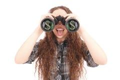 Chica joven feliz con los prismáticos y los dólares de muestra Fotos de archivo