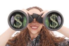 Chica joven feliz con los prismáticos y los dólares de muestra Imagen de archivo