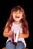 Chica joven feliz con sonrisa y el sueño rojos del libro Imágenes de archivo libres de regalías
