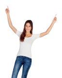 Chica joven feliz con sus brazos para arriba Fotografía de archivo