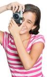 Chica joven feliz de la diversión que toma una foto Imagen de archivo
