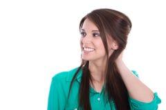 Chica joven feliz en verde aislada en blanco. Fotos de archivo libres de regalías