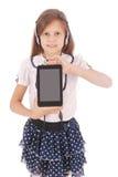 Chica joven feliz linda hermosa con los auriculares y PC de la tableta Fotos de archivo libres de regalías
