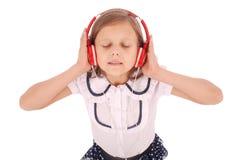 Chica joven feliz que escucha la música, visión desde arriba Foto de archivo libre de regalías