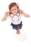 Chica joven feliz que escucha la música, visión desde arriba Foto de archivo