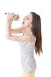 Chica joven feliz sining Fotografía de archivo libre de regalías