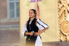 Chica joven georgiana que canta Imágenes de archivo libres de regalías