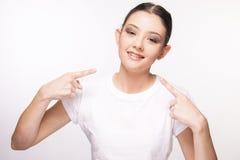Chica joven hermosa con el apoyo Imagen de archivo