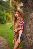 Chica joven hermosa con el pelo largo Fotos de archivo