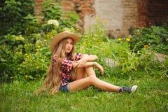 Chica joven hermosa con el pelo largo Imagen de archivo