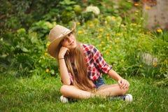 Chica joven hermosa con el pelo largo Foto de archivo libre de regalías