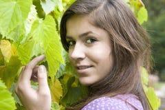 Chica joven hermosa con el pelo oscuro 7 foto de archivo libre de regalías