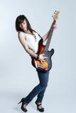Chica joven hermosa con la guitarra Fotos de archivo libres de regalías