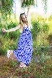 Chica joven hermosa con los ojos azules imágenes de archivo libres de regalías