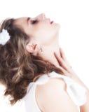 Chica joven hermosa con los ojos cerrados imagenes de archivo