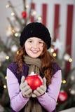 Chica joven hermosa con una chuchería de la Navidad Fotos de archivo