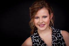 Chica joven hermosa con una sonrisa sincera Fotografía de archivo libre de regalías