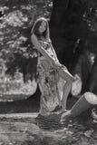 Chica joven hermosa en el parque Imagen de archivo