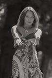 Chica joven hermosa en el parque Fotos de archivo libres de regalías