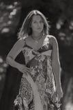 Chica joven hermosa en el parque Fotografía de archivo