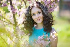 Chica joven hermosa en flores Imágenes de archivo libres de regalías