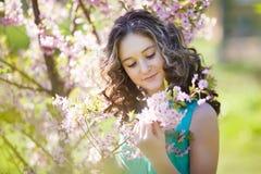 Chica joven hermosa en flores Fotos de archivo