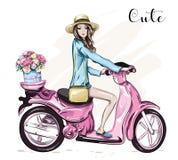 Chica joven hermosa en sombrero con la vespa rosada linda Imagenes de archivo