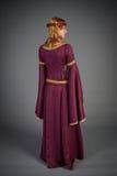 Chica joven hermosa en un vestido histórico Imagen de archivo libre de regalías